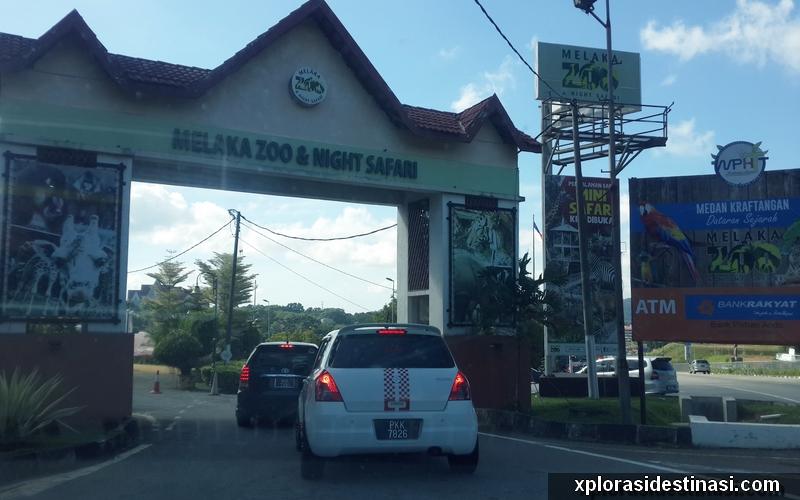 Pintu gerbang masuk ke kawasan Zoo Melaka