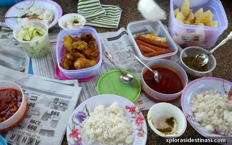 Santai makan makan setelah penat ke zoo melaka