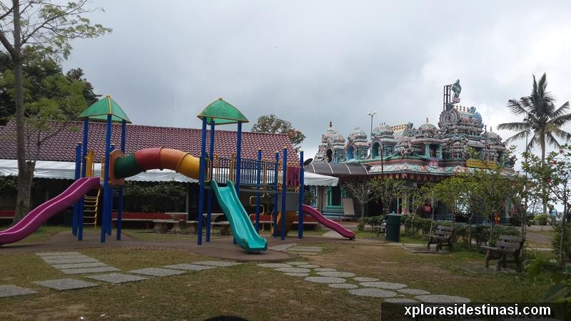 Taman permainan kanak kanak dan juga Temple Hindu di Penang Hill