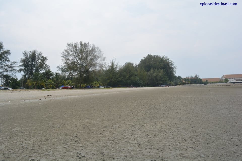 Beriadah bersama keluarga di Pantai Bagan Lalang, Selangor
