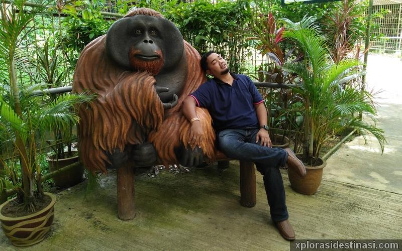 Gambar replika orang utan di Orang Utan Island Bukit Merah Perak