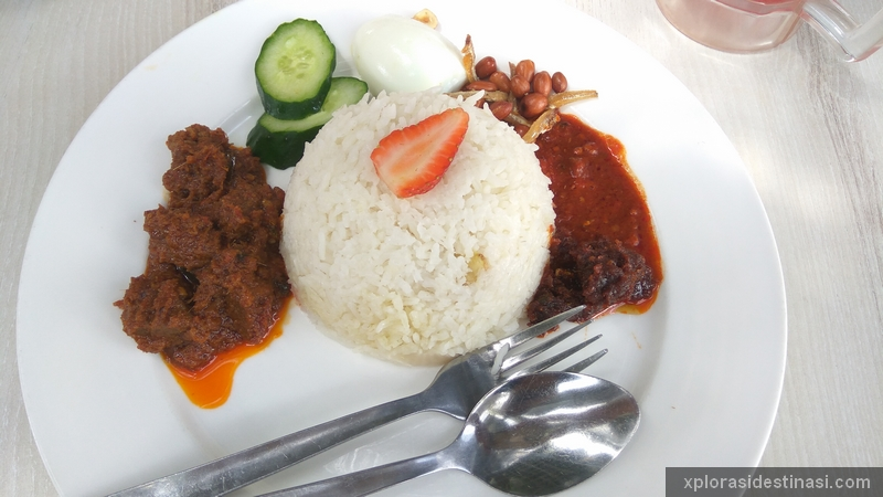 Nasi Lemak Sambal Strawberry Dan Rendang Daging