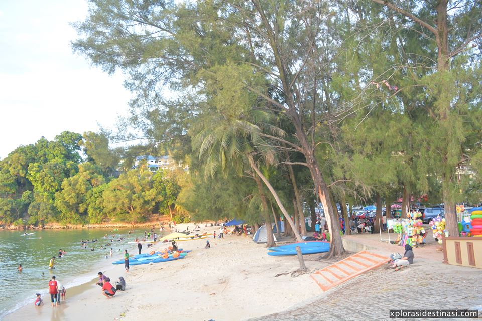berkhemah-di-blue-lagoon