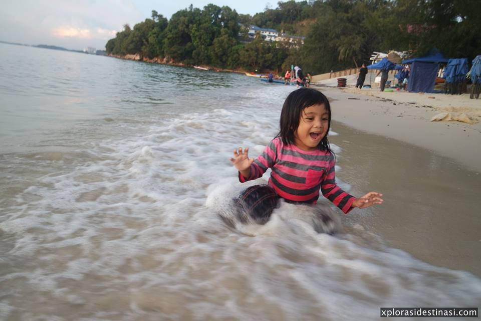 main-air-pantai-tanjung-biru