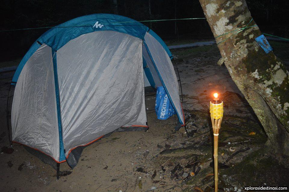 camping-dalam-hutan