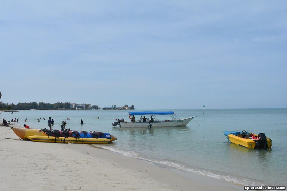 aktiviti-banana-boat-pantai-cahaya-negeri