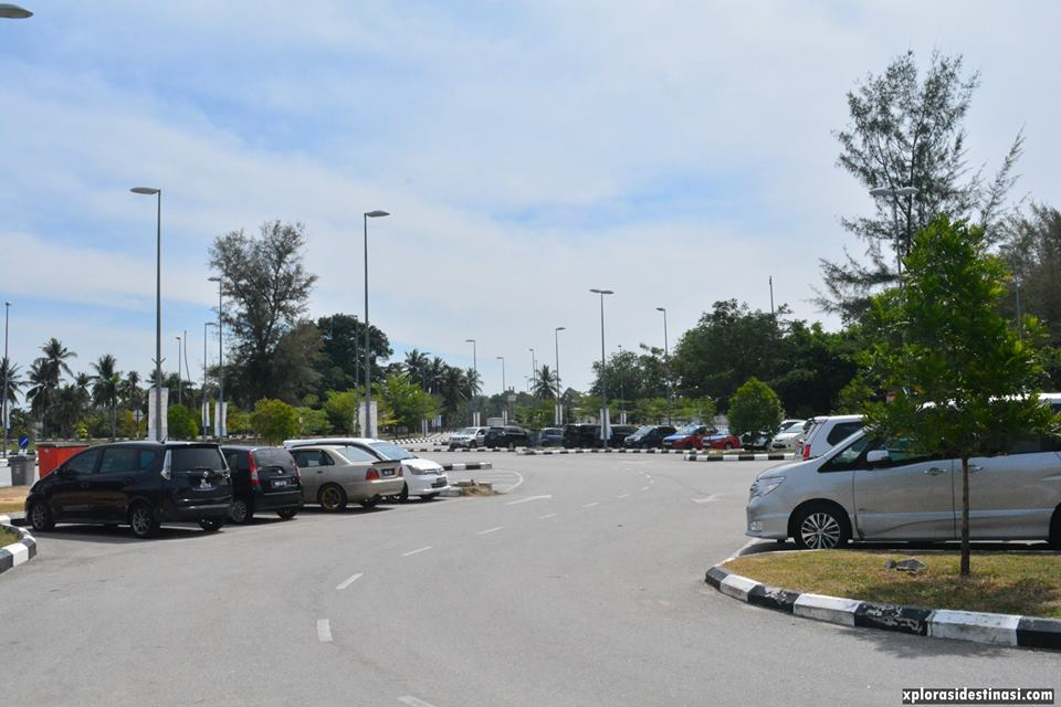 pantai-cahaya-negeri-parking-area