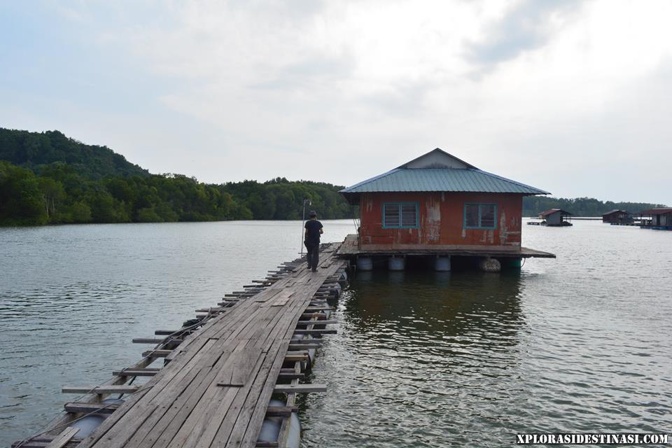 floating-chalet-teluk-bayu