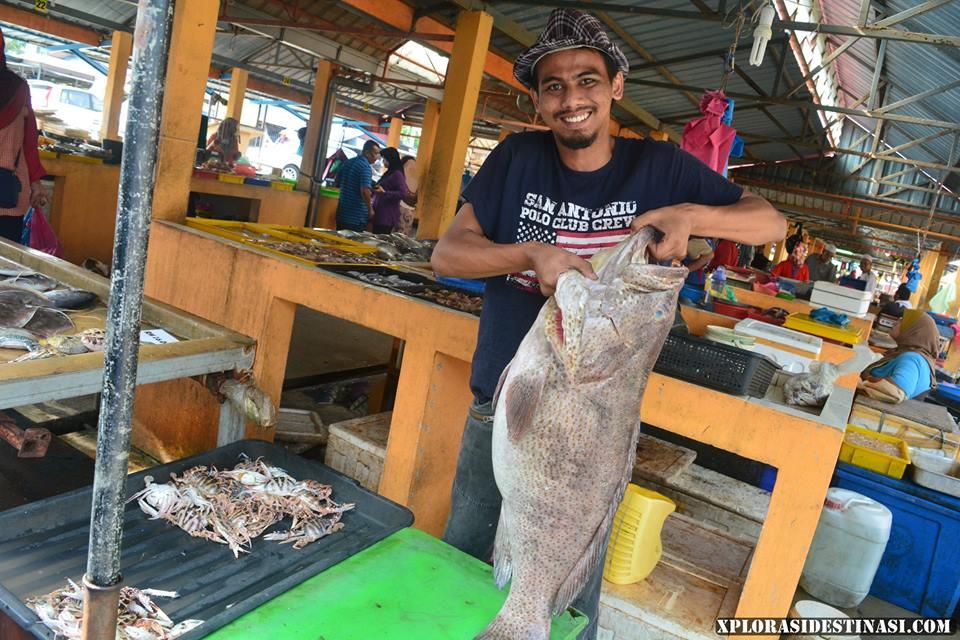 Beli makanan laut di Pasar Nelayan Kubang Rotan