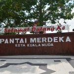 Makan tengahari di Pantai Merdeka, Kota Kuala Muda