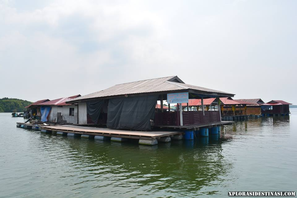 restoran-terapung-teluk-bayu-water-chalet