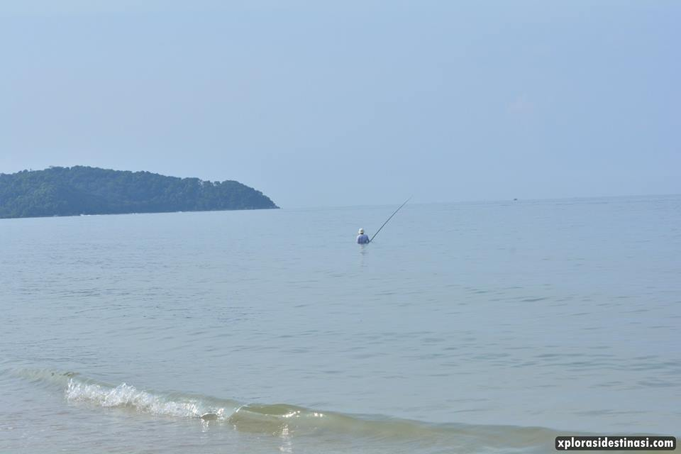 memancing-pantai-seri-purnama