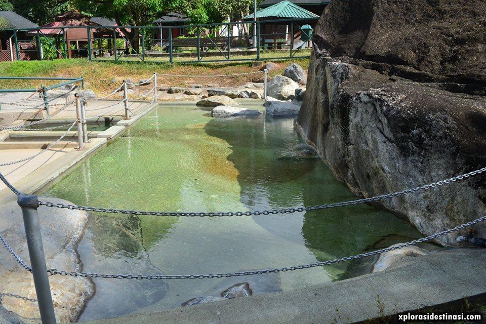 kolam-air-panas-poring