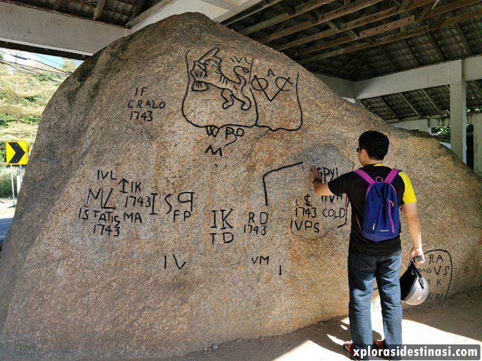 batu-bersurat-pulau-pangkor